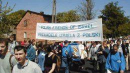 Mars van de Levenden met talloze Joodse jongeren in voormalig concentratiekamp Auschwitz. Beeld: Wikimedia