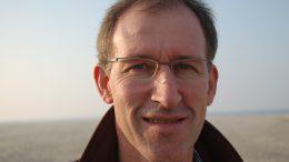 Dirk van Genderen is spreker en schrijver over Israël.