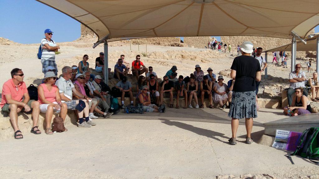 De Loofhuttengroep van Israël Idoed Reizen op Masada.