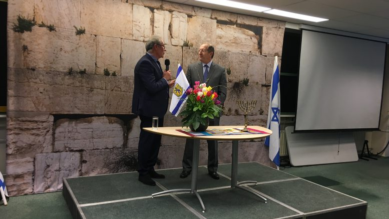 Ambassadeur Aviv Shir-On wordt ingezegend